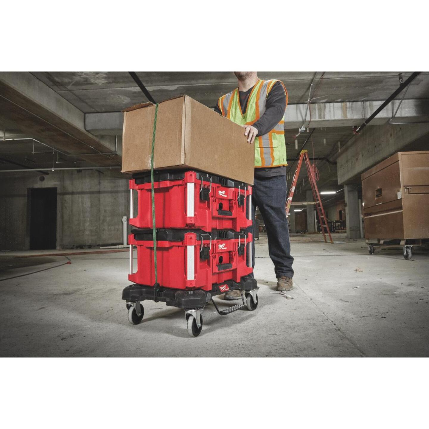 Milwaukee PACKOUT 18.8 In. W x 24.4 In. L Platform Cart, 250 Lb. Capacity Image 2
